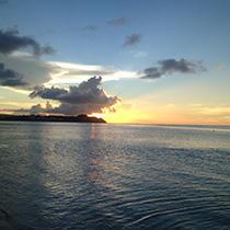 夕暮れのグアムの海